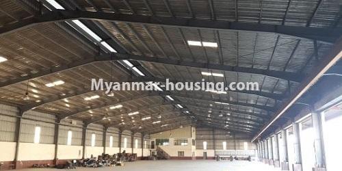 မြန်မာအိမ်ခြံမြေ -ခြံမြေနှင့် စက်ရုံဆက်စပ် ပိုင်ဆိုင်မှုများ property - No.2541 - အင်းစန်းဇုံ (၄)တွင် ဂုံဒေါင်ငှားရန်ရှိသည်။  - warehouse interior view