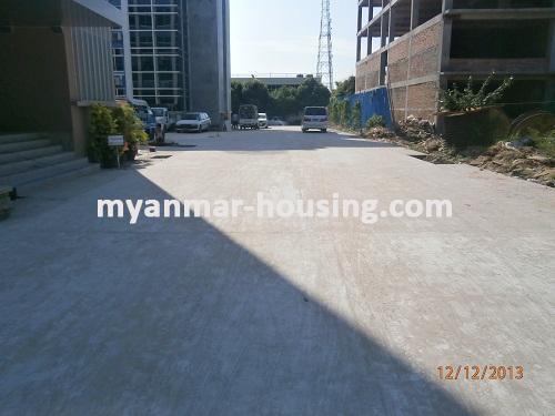 မြန်မာအိမ်ခြံမြေ - ငှားရန် property - No.1742 - MICT Park ထဲတွင် ရုံးခန်းငှားရန်ရှိသည်။View of the road.