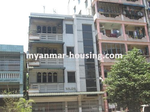 မြန်မာအိမ်ခြံမြေ - ငှားရန် property - No.2136 - မြေညီတိုက်ခန်း ကြည့်မြင့်တိုင်တွင် ငှားရန်ရှိသည်။Front view of the building.