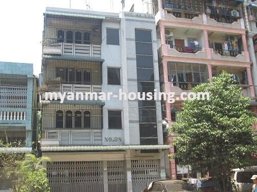 မြန်မာအိမ်ခြံမြေ - ငှားရန် property - No.2136 - မြေညီတိုက်ခန်း ကြည့်မြင့်တိုင်တွင် ငှားရန်ရှိသည်။Close view of the building.