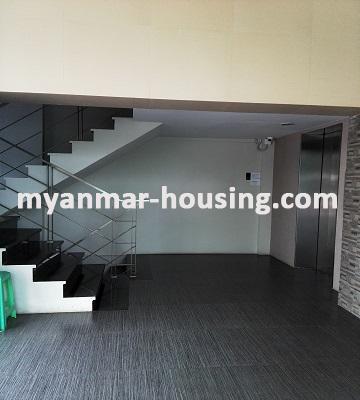 မြန်မာအိမ်ခြံမြေ - ငှားရန် property - No.2546 - လေးထောင့်ကန်လမ်းမပေါ်တွင်ရုံးခန်းဖွင့်ရန်အခန်းကောင်းတစ်ခန်းငှားရန်ရှိသည်။