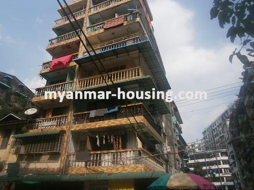 မြန်မာအိမ်ခြံမြေ - ငှားရန် property - No.2688 - ဆိုင်ဖွင့်ရန်ကောင်းသော မြေညီအခန်တစ်ခန်းငှားရန်ရှိသည်။View of building.