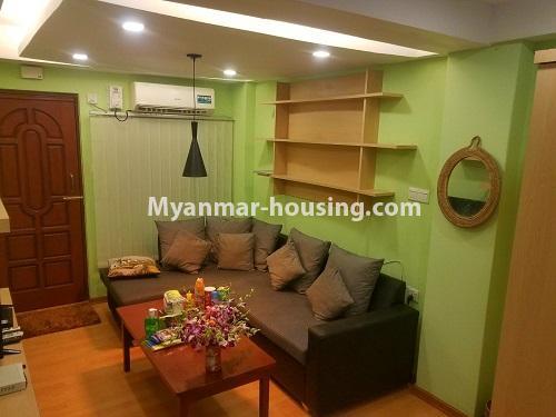 မြန်မာအိမ်ခြံမြေ - ငှားရန် property - No.2958 - မြို့ထဲတွင် အဆင့်မြင့်မြင့်နေချင်သူအတွက် ၀န်ဆောင်မှုအပြည့်ပေးသော စတူဒီယိုအခန် ငှားရန်ရှိသည်။living room view