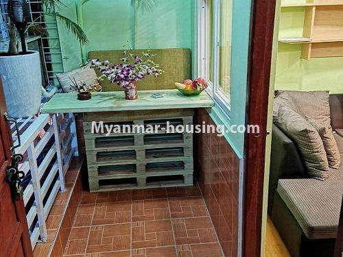 မြန်မာအိမ်ခြံမြေ - ငှားရန် property - No.2958 - မြို့ထဲတွင် အဆင့်မြင့်မြင့်နေချင်သူအတွက် ၀န်ဆောင်မှုအပြည့်ပေးသော စတူဒီယိုအခန် ငှားရန်ရှိသည်။balcony view