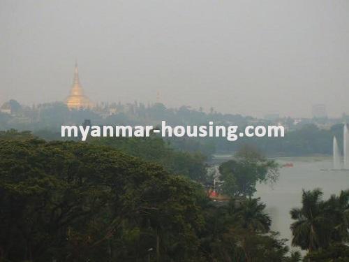 မြန်မာအိမ်ခြံမြေ - ငှားရန် property - No.3158 - ကရဝိတ်ကိုမြင်ရသည့်အခန်းကောင်းတစ်ခန်းကန်တော်ကြီးအနီးတွင်ငှားရန်ရှိသည်။