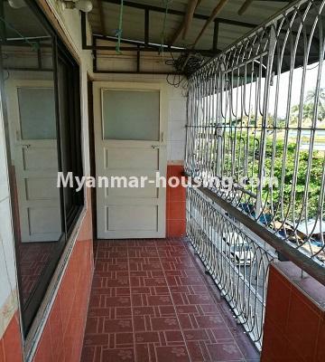 မြန်မာအိမ်ခြံမြေ - ငှားရန် property - No.3429 - ဗဟန်းတွင် ပရိဘောဂပါသော တိုက်ခန်းငှားရန်ရှိသည်။balcony view