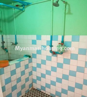 မြန်မာအိမ်ခြံမြေ - ငှားရန် property - No.3429 - ဗဟန်းတွင် ပရိဘောဂပါသော တိုက်ခန်းငှားရန်ရှိသည်။bathroom view