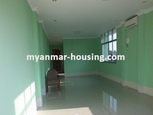 မြန်မာအိမ်ခြံမြေ - ငှားရန် property - No.3663 - အင်းစိန်အောင်ဇေယျတံတားအနီးတွင် လုံးချင်းတစ်လုံးငှါးရန်ရှိသည်။living room view
