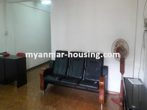 မြန်မာအိမ်ခြံမြေ - ငှားရန် property - No.3697 - ဗိုလ်တစ်ထောင်တွင် တိုက်ခန်းငှါးရန်ရှိသည်။living room