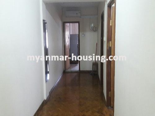 မြန်မာအိမ်ခြံမြေ - ငှားရန် property - No.3697 - ဗိုလ်တစ်ထောင်တွင် တိုက်ခန်းငှါးရန်ရှိသည်။hallway to kitchen