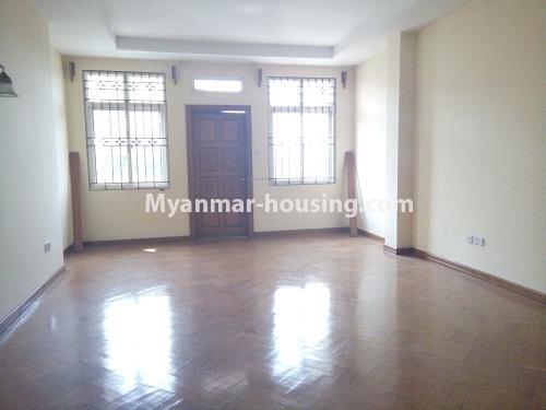 မြန်မာအိမ်ခြံမြေ - ငှားရန် property - No.3876 - ကမာရွတ်မြို့နယ်တွင် သုံးထပ်တိုက်လုံးချင်းအိမ်တစ်လုံးဌားရန် ရှိပါသည်။View of the living room