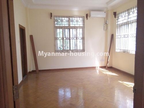 မြန်မာအိမ်ခြံမြေ - ငှားရန် property - No.3876 - ကမာရွတ်မြို့နယ်တွင် သုံးထပ်တိုက်လုံးချင်းအိမ်တစ်လုံးဌားရန် ရှိပါသည်။View of the Bed room