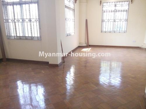 မြန်မာအိမ်ခြံမြေ - ငှားရန် property - No.3876 - ကမာရွတ်မြို့နယ်တွင် သုံးထပ်တိုက်လုံးချင်းအိမ်တစ်လုံးဌားရန် ရှိပါသည်။View of the room