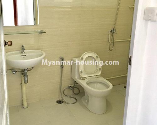 မြန်မာအိမ်ခြံမြေ - ငှားရန် property - No.4001 - ဒဂုံဆိပ်ကမ်းမြို့နယ်တွင် တိုက်သစ်ကွန်ဒွန်ခန်းငှါးရန်ရှိသည်။bathroom