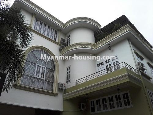 မြန်မာအိမ်ခြံမြေ - ငှားရန် property - No.4090 - ဗဟန်းမြို့နယ်တွင် သုံးထပ်တိုက်လုံးချင်းအိမ် တစ်လုံးဌားရန် ရှိပါသည်။view of the building