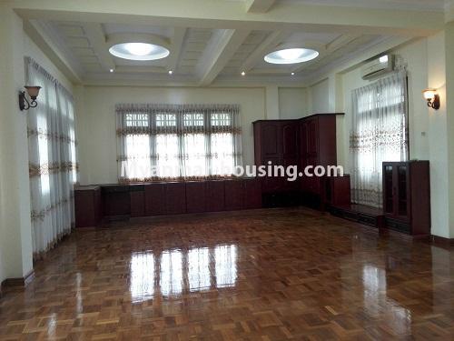 မြန်မာအိမ်ခြံမြေ - ငှားရန် property - No.4090 - ဗဟန်းမြို့နယ်တွင် သုံးထပ်တိုက်လုံးချင်းအိမ် တစ်လုံးဌားရန် ရှိပါသည်။View of the living room