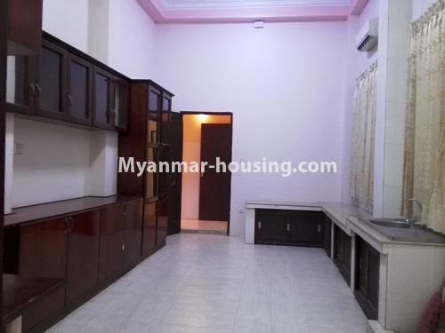 မြန်မာအိမ်ခြံမြေ - ငှားရန် property - No.4090 - ဗဟန်းမြို့နယ်တွင် သုံးထပ်တိုက်လုံးချင်းအိမ် တစ်လုံးဌားရန် ရှိပါသည်။view of Kitchen