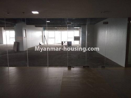 မြန်မာအိမ်ခြံမြေ - ငှားရန် property - No.4114 - ပြည်လမ်းမပေါ်တွင် ရုံးခန်းကောင်းငှားရန်ရှိသည်။Hall