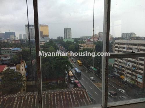 မြန်မာအိမ်ခြံမြေ - ငှားရန် property - No.4114 - ပြည်လမ်းမပေါ်တွင် ရုံးခန်းကောင်းငှားရန်ရှိသည်။Outside view