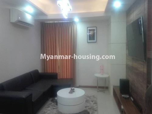 မြန်မာအိမ်ခြံမြေ - ငှားရန် property - No.4232 - ရန်ကုန်မြို့လည်ခေါင်တွင် ကွန်ဒိုခန်းအသစ် ငှားရန်ရှိသည်။living room view