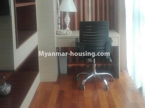 မြန်မာအိမ်ခြံမြေ - ငှားရန် property - No.4232 - ရန်ကုန်မြို့လည်ခေါင်တွင် ကွန်ဒိုခန်းအသစ် ငှားရန်ရှိသည်။study room view