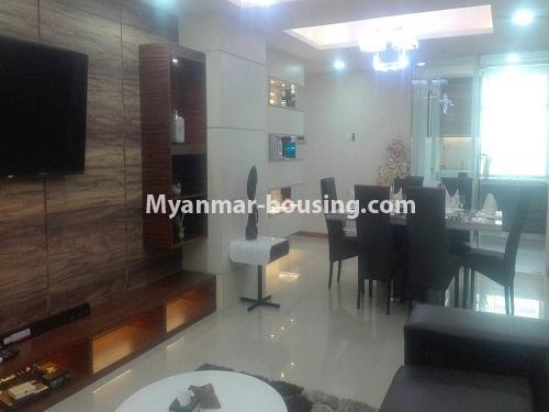 မြန်မာအိမ်ခြံမြေ - ငှားရန် property - No.4232 - ရန်ကုန်မြို့လည်ခေါင်တွင် ကွန်ဒိုခန်းအသစ် ငှားရန်ရှိသည်။living room and dining area view