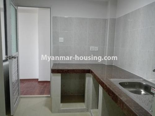 မြန်မာအိမ်ခြံမြေ - ငှားရန် property - No.4287 - အင်းစိန်တွင် ကွန်ဒိုခန်းသစ် ငှားရန်ရှိသည်။kitchen view