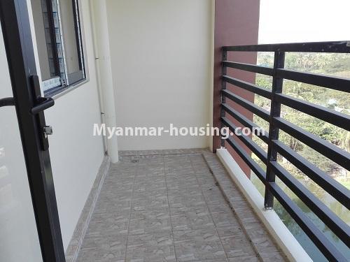 မြန်မာအိမ်ခြံမြေ - ငှားရန် property - No.4287 - အင်းစိန်တွင် ကွန်ဒိုခန်းသစ် ငှားရန်ရှိသည်။balcony view