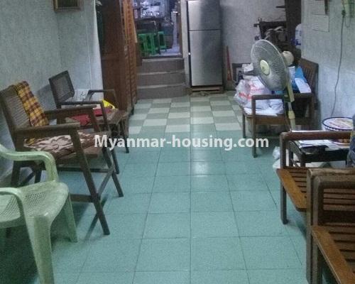 မြန်မာအိမ်ခြံမြေ - ငှားရန် property - No.4289 - မြို့ထဲတွင် ထပ်ခိုးတစ်၀က်ပါ မြေညီထပ် ငှားရန်ရှိသည်။