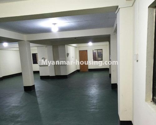 မြန်မာအိမ်ခြံမြေ - ငှားရန် property - No.4295 - ကြည့်မြင်တိုင်တွင် မြေညီထပ် ငှားရန်ရှိသည်။hall view