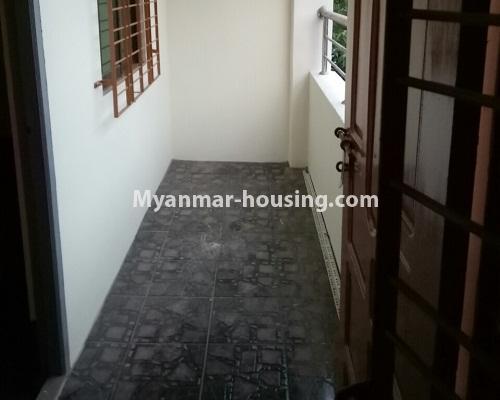 မြန်မာအိမ်ခြံမြေ - ငှားရန် property - No.4295 - ကြည့်မြင်တိုင်တွင် မြေညီထပ် ငှားရန်ရှိသည်။balcony view