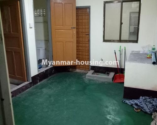 မြန်မာအိမ်ခြံမြေ - ငှားရန် property - No.4295 - ကြည့်မြင်တိုင်တွင် မြေညီထပ် ငှားရန်ရှိသည်။kitchen, bathroom and toilet