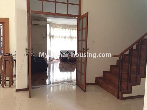မြန်မာအိမ်ခြံမြေ - ငှားရန် property - No.4321 - တောင်ဥက္ကလာ မြသီတာအိမ်ရာတွင် လုံးချင်းငှားရန်ရှိသည်။ stairs to upstairs
