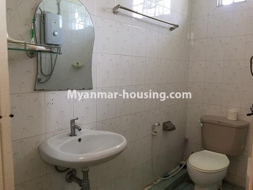 မြန်မာအိမ်ခြံမြေ - ငှားရန် property - No.4321 - တောင်ဥက္ကလာ မြသီတာအိမ်ရာတွင် လုံးချင်းငှားရန်ရှိသည်။ bathroom