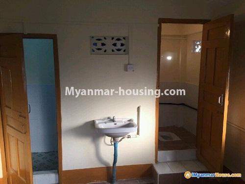 မြန်မာအိမ်ခြံမြေ - ငှားရန် property - No.4353 - တာမွေတွင် တိုက်ခန်း ငှားရန်ရှိသည်။ bathroom and toilet
