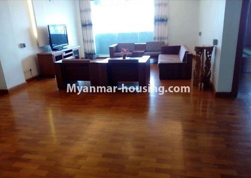 မြန်မာအိမ်ခြံမြေ - ငှားရန် property - No.4367 - မြို့ထဲ မောင်၀ိတ် ကွန်ဒိုတွင် အခန်းငှားရန် ရှိ်သည်။living room