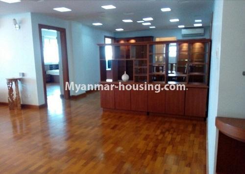မြန်မာအိမ်ခြံမြေ - ငှားရန် property - No.4367 - မြို့ထဲ မောင်၀ိတ် ကွန်ဒိုတွင် အခန်းငှားရန် ရှိ်သည်။another view of living room