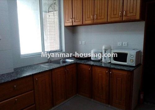 မြန်မာအိမ်ခြံမြေ - ငှားရန် property - No.4367 - မြို့ထဲ မောင်၀ိတ် ကွန်ဒိုတွင် အခန်းငှားရန် ရှိ်သည်။kitchen