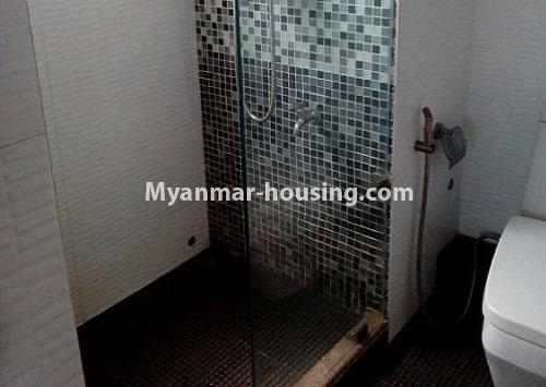 မြန်မာအိမ်ခြံမြေ - ငှားရန် property - No.4367 - မြို့ထဲ မောင်၀ိတ် ကွန်ဒိုတွင် အခန်းငှားရန် ရှိ်သည်။bathroom 1