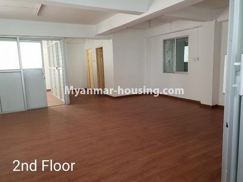 မြန်မာအိမ်ခြံမြေ - ငှားရန် property - No.4376 - ဒေါပုံတွင် ခြောက်ထပ်တိုက် ငှားရန်ရှိသည်။second floor living room