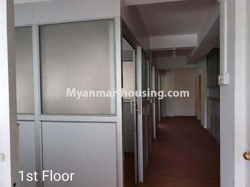 မြန်မာအိမ်ခြံမြေ - ငှားရန် property - No.4376 - ဒေါပုံတွင် ခြောက်ထပ်တိုက် ငှားရန်ရှိသည်။first floor rooms and corridor
