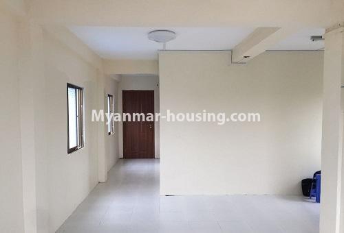 မြန်မာအိမ်ခြံမြေ - ငှားရန် property - No.4386 - တောင်ဥက္ကလာတွင် တိုက်ခန်း ငှားရန်ရှိသည်။living room and corridor