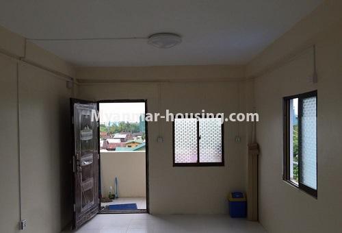 မြန်မာအိမ်ခြံမြေ - ငှားရန် property - No.4386 - တောင်ဥက္ကလာတွင် တိုက်ခန်း ငှားရန်ရှိသည်။main door and living room