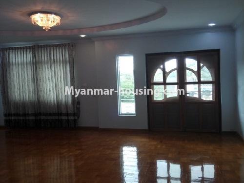 မြန်မာအိမ်ခြံမြေ - ငှားရန် property - No.4403 - သန်လျင်တွင် ပြင်ဆင်ပြီး အိမ်ငှားရန်ရှိသည်။ living room
