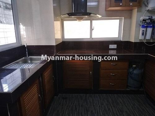 မြန်မာအိမ်ခြံမြေ - ငှားရန် property - No.4421 - တာမွေမြို့နယ်၊ ကျောက်မြောင်းလမ်းမပေါ်တွင်  ပြင်ဆင်ပြီးသား မီနီကွန်ခန်းငှားရန် ရှိသည်။ kitchen