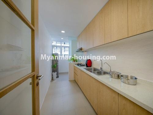 ミャンマー不動産 - 賃貸物件 - No.4426 - Luxurious condominium room with full facilities near Myanmar Plaza, Yankin! - kitchen