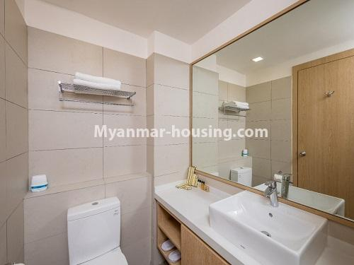 ミャンマー不動産 - 賃貸物件 - No.4426 - Luxurious condominium room with full facilities near Myanmar Plaza, Yankin! - bathroom 1