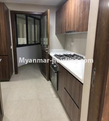 မြန်မာအိမ်ခြံမြေ - ငှားရန် property - No.4433 - မင်္ဂလာတောင်ညွန့် နေရာကောင်းတွင် ကန်သာယာ လူနေကွန်ဒိုခန်း ငှားရန်ရှိသည်။kitchen