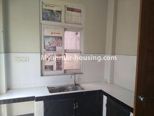 မြန်မာအိမ်ခြံမြေ - ငှားရန် property - No.4445 - မြောက်ဒဂုံဘောဂလမ်းတွင် သုံးထပ်တိုက်လုံးချင်းတစ်လုံး ငှားရန်ရှိသည်။kitchen