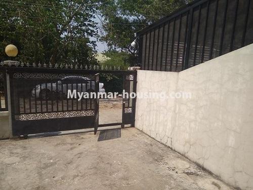 မြန်မာအိမ်ခြံမြေ - ငှားရန် property - No.4445 - မြောက်ဒဂုံဘောဂလမ်းတွင် သုံးထပ်တိုက်လုံးချင်းတစ်လုံး ငှားရန်ရှိသည်။main gate